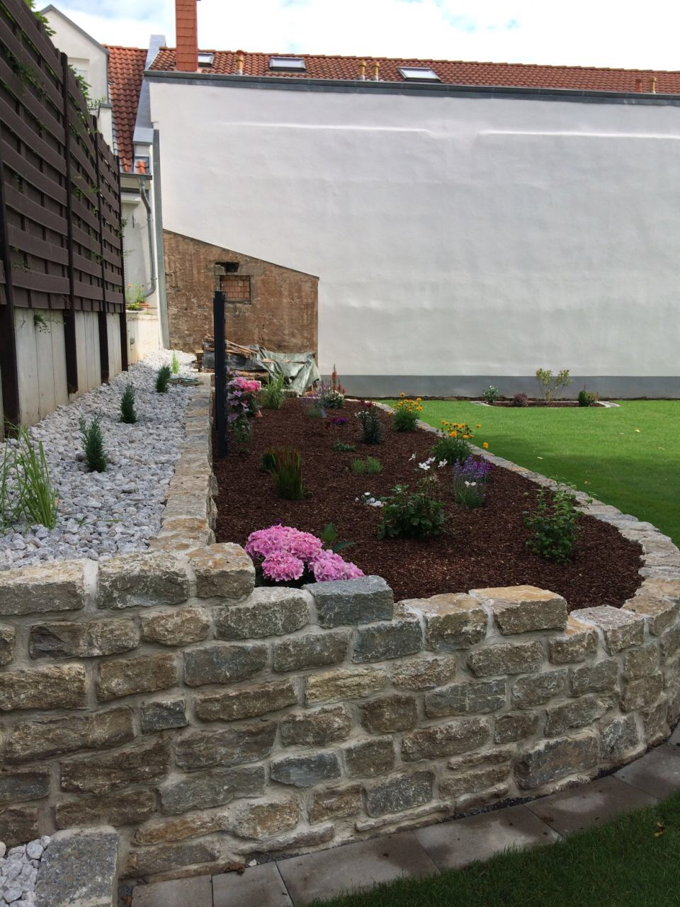 Natursteinarbeiten Natursteinmauern | Der Gartenbauspezialist in Limburg